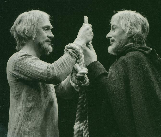 Richard II, 1973, directed by John Barton: Richard II (Richard Pasco) and Bolingbroke (Ian Richardson).