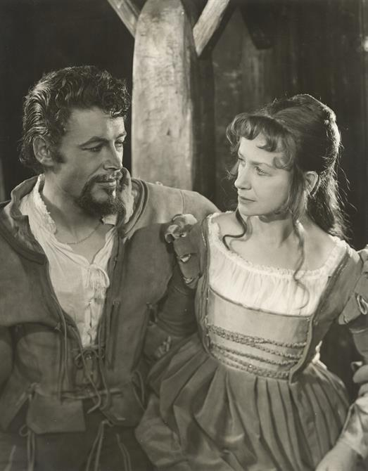 Petruchio (Peter O'Toole) and Katherina (Peggy Ashcroft) looking at each other, in period costume