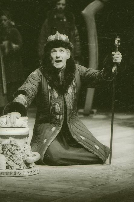Ian McKellen with robe, and staff kneels open-mouthed on stage as Leontes