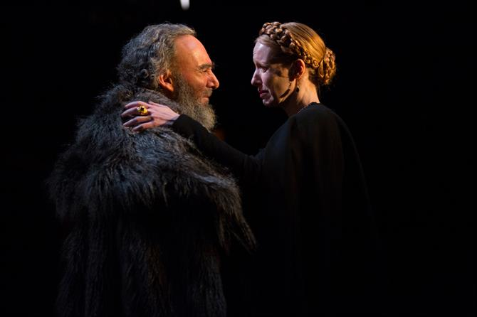 King Lear embraces his daughter Goneril