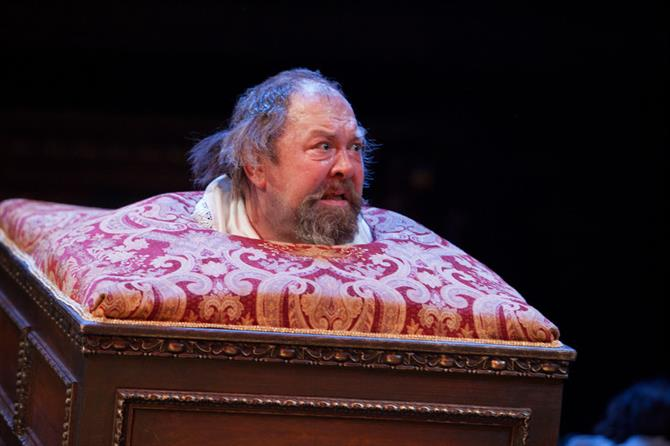 Mark Addy with his head sticking out a comode