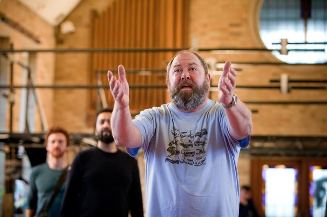 Mark Addy with arms stretched out