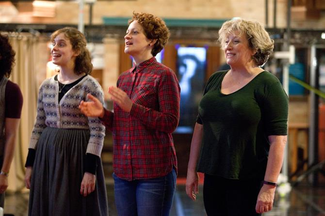 Sarah Middleton, Rachel Dale and Caroline Quentin singing