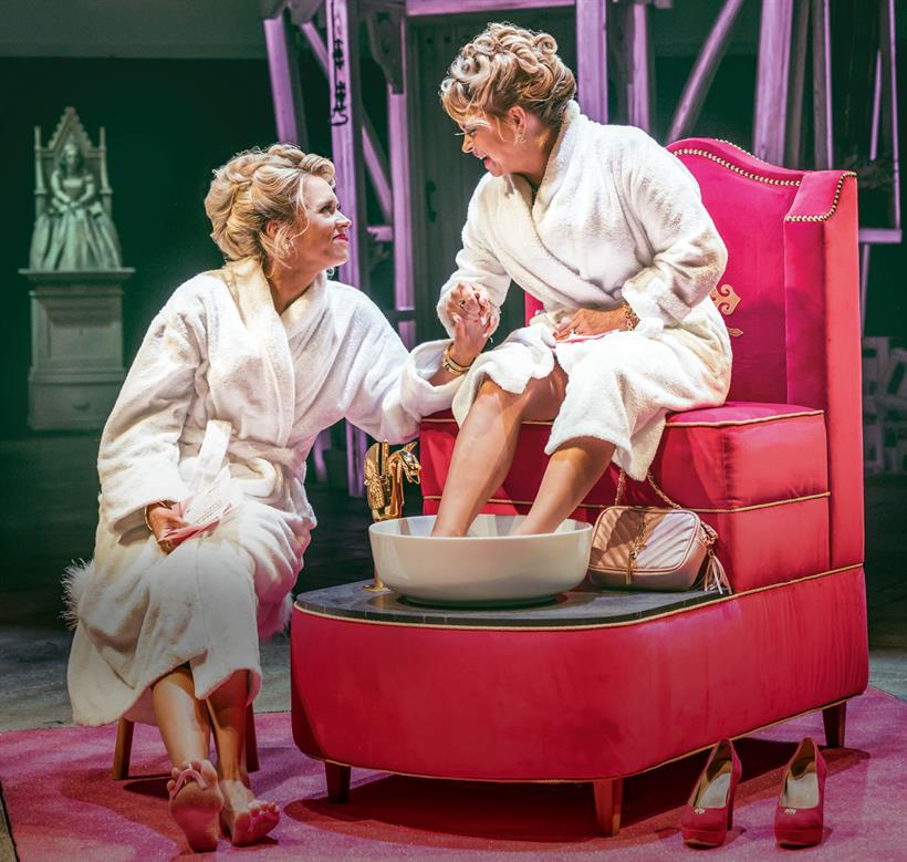 1390-MERRY-WIVES-Review-Web-Images_Hub (1)
