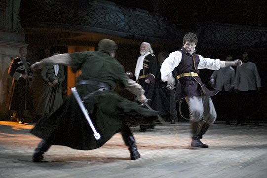 Edmund (Philip Winchester) wades into a sword fight between Oswald and Kent. Kent has attacked Oswald because he comes 'with letters against the king'.