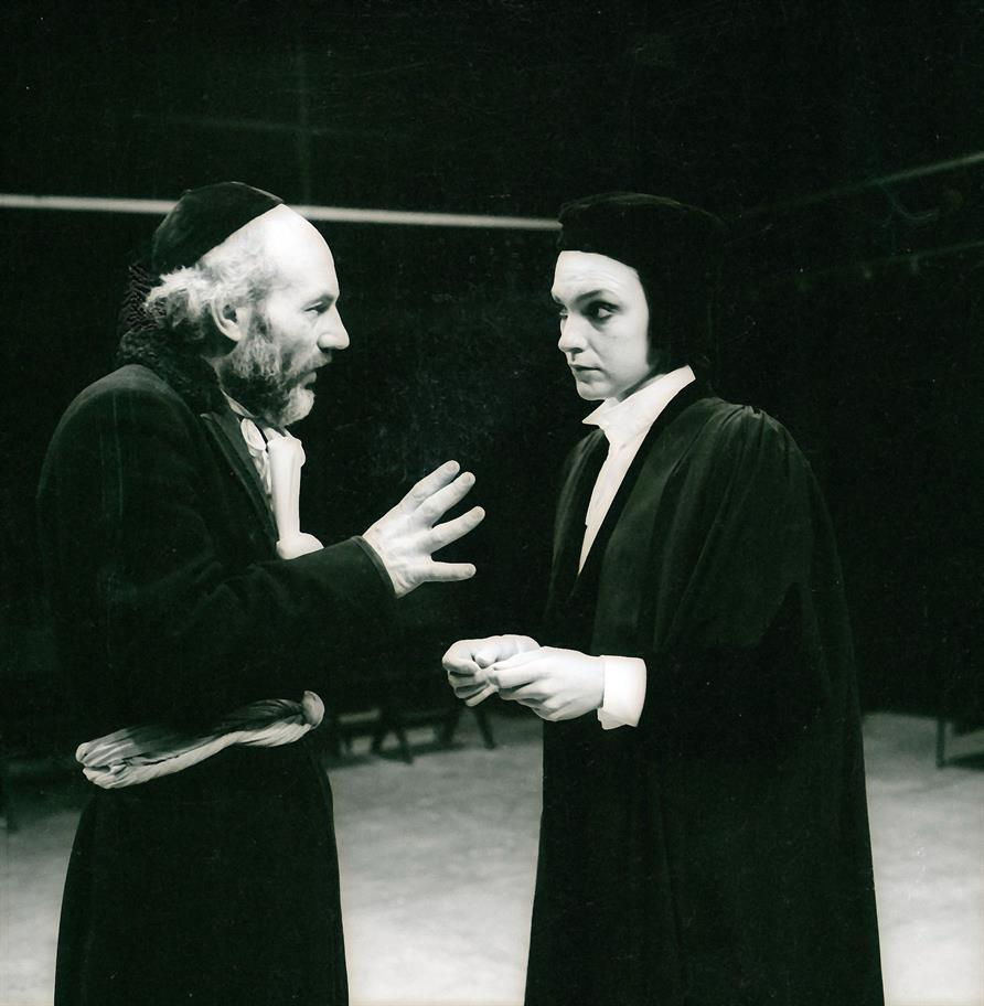 Portia urges Shylock (Patrick Stewart) to show mercy in Act 4 Scene 1 of The Merchant of Venice 1978