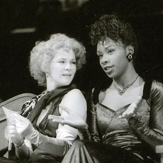 Julia (Clare Holman) and Lucetta (Josette Bushell-Mingo) discussing Proteus' letter in The Two Gentlemen of Verona 1991