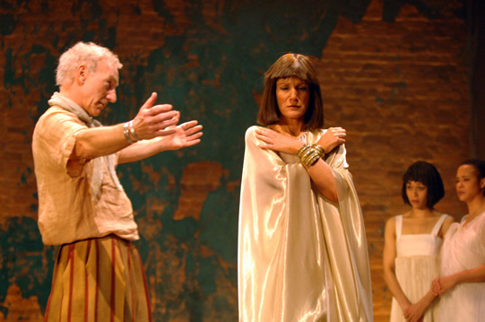 After finding Cleopatra kissing Thidias, Antony forgives her, offering her a hug.