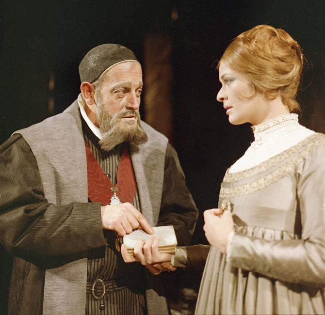Polonius (Tony Church) points to a book that Ophelia (Janet Suzman) is holding (Hamlet, 1965)