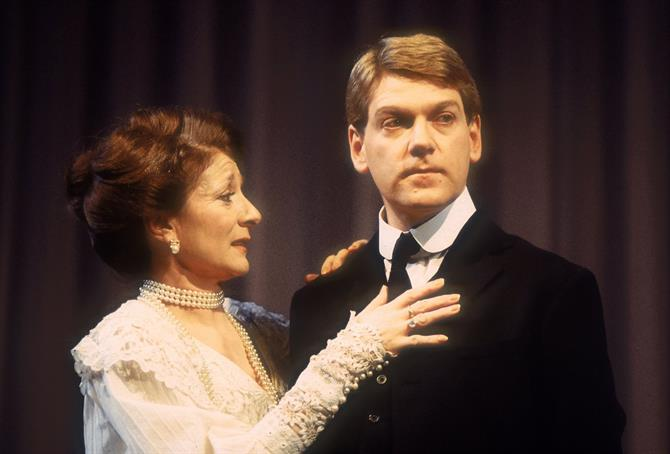 Gertrude (Jane Lapotaire) embraces her son Hamlet (Kenneth Branagh)
