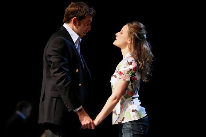 Edward Bennett as Laertes and Mariah Gale as Ophelia  in Gregory Doran's 2008 production of Hamlet