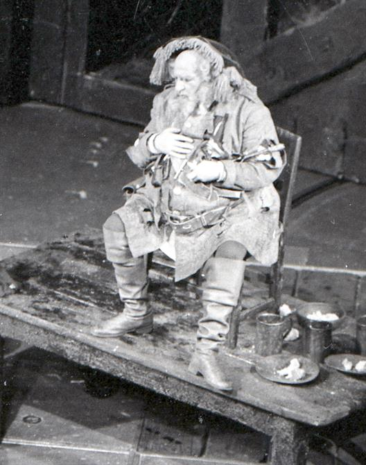 Falstaff (Hugh Griffith) holds court in the tavern in Henry IV part 1 1964