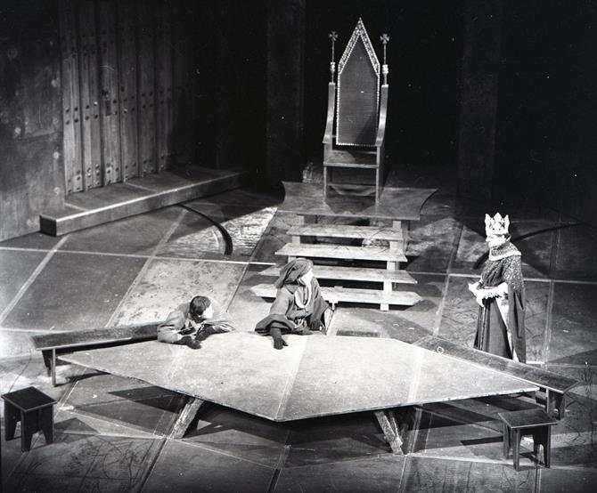 John Bury's set for the court of Henry IV (Eric Porter) in Henry IV part 1 1964