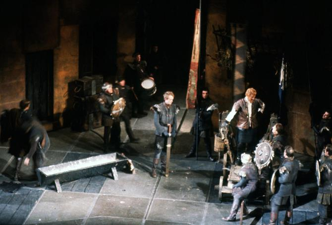 Hotspur (Roy Dotrice) addresses the rebels in Henry IV part 1 1964