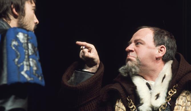 Henry IV (Emrys James) demands the prisoners of war from Hotspur (Stuart Wilson) in Henry IV Part 1 1975