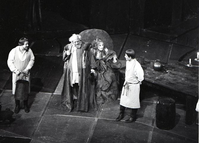 Poins (Clive Swift), Falstaff (Hugh Griffith), Doll Tearsheet (Susan Engel) and Prince Hal (Ian Holm) in Henry IV Part II 1964