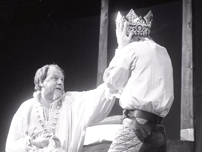 Henry IV (Emrys James) reclaims his crown from Prince Hal (Alan Howard) in Henry IV Part II 1975