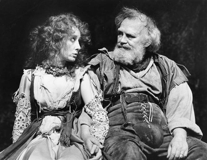Doll Tearsheet (Gemma Jones) and Falstaff (Joss Ackland) enjoy a tender moment in Henry IV Part II 1982