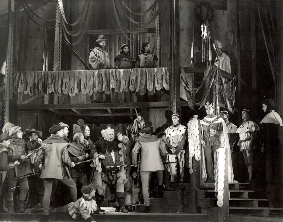 Henry V's (Richard Burton) coronation progression in Henry IV Part II 1951