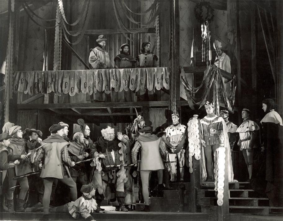 Henry V's (Richard Burton) coronation progression in Henry IV Part II 1951