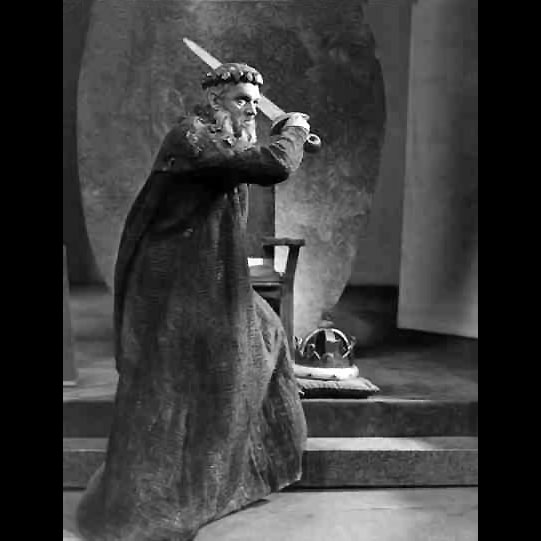 King Lear (Paul Scofield) flies into a rage after Cordelia refuses to express how much she loves him, he decides to divide her share of his Kingdom to her sisters and disown her.