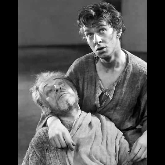 Edgar (Brian Murry) cradles the wounded Gloucester (Alan Webb).