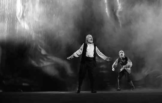 Lear (Robert Stephens) and the Fool (Ian Hughes) in the storm.