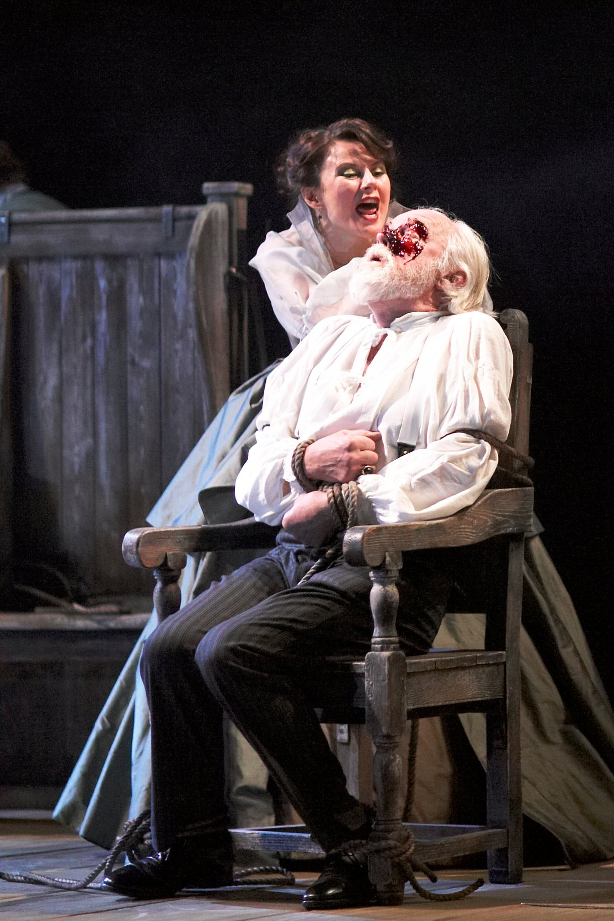 goneril and regan in king lear essay Using a close analysis of the characters' traits, actions and language, carol atherton considers how shakespeare presents goneril, regan.