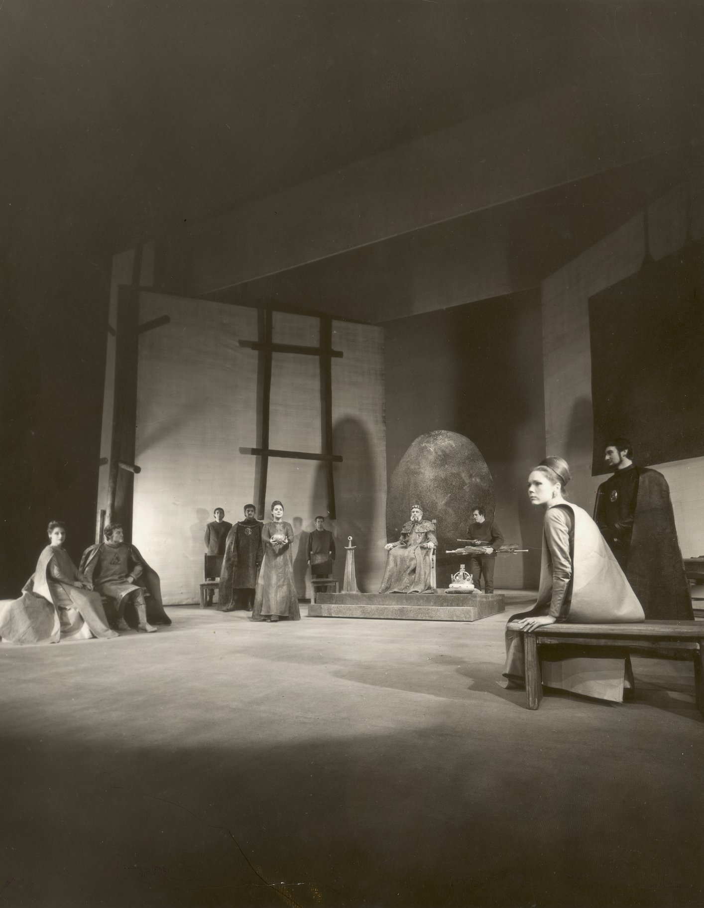 From left to right Regan (Patience Collier), Cornwall (Tony Church), Kent (Tom Fleming) Goneril (Irene Worth, holding sphere) King Lear (Paul Scofield), Cordelia (Diana Rigg) and Albany (Peter Jeffery).