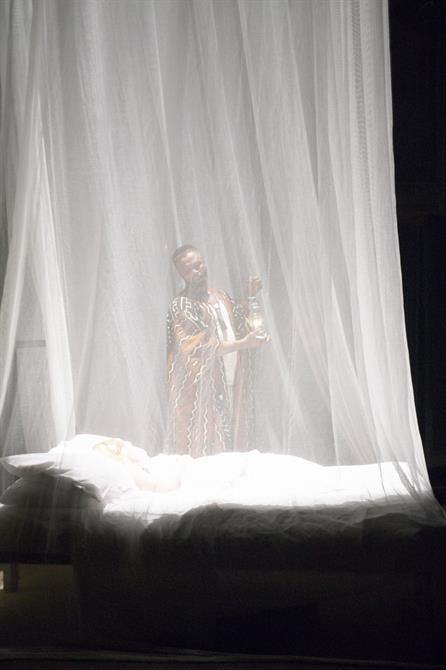 Deathbed scene in Othello 2004
