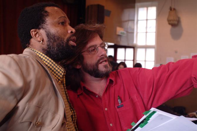 Sello Maake ka-Ncube (Othello) rehearsing with director Gregory Doran in Othello 2004