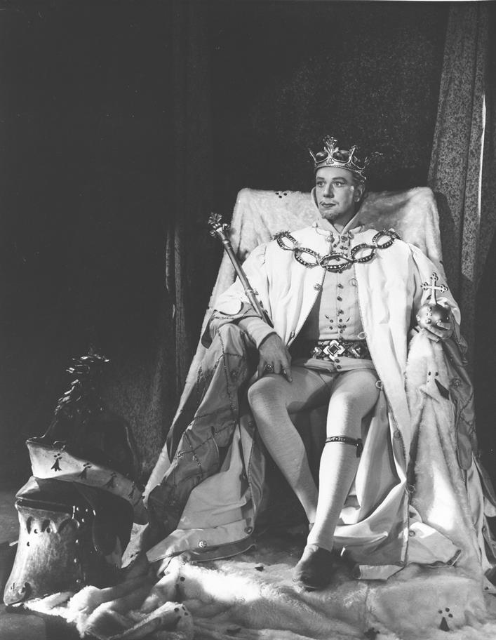 Michael Redgrave as Richard II in the 1951 production, directed by Anthony Quayle