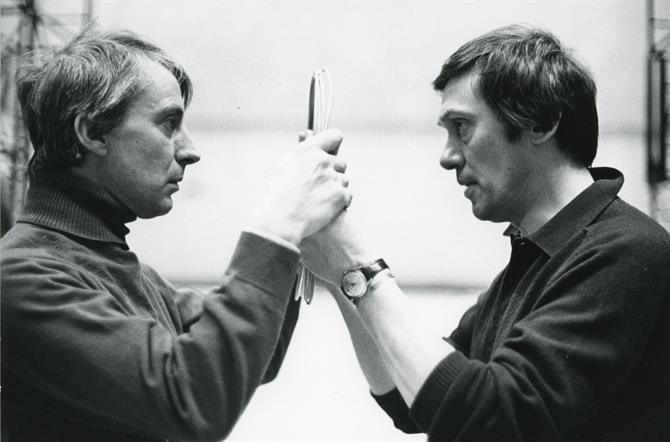 Ian Richardson as Richard and Richard Pasco as Bolingbroke clutching the broken mirror in John Barton's 1973 production