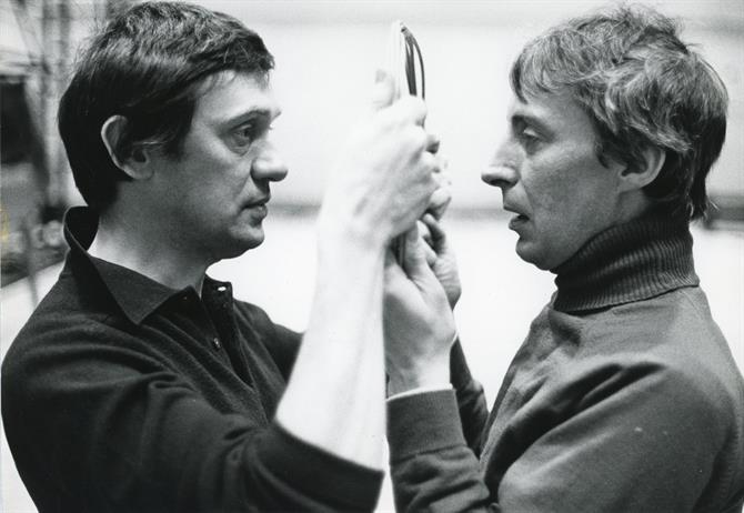 Richard Pasco and Ian Richardson hold a broken mirror in rehearsals