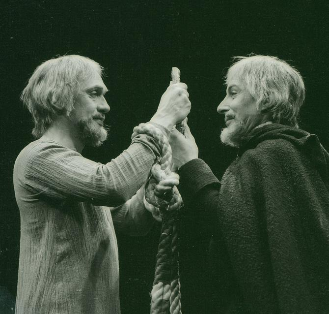 Richard Pasco as Richard II and Ian Richardson as Bolingbroke, looking into a mirror that is held between them to show that they are reflections of one another