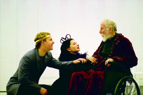 Samuel West  (Richard II), Catherine Walker (The Queen)  and Alfred Burke (John of Gaunt) in Steven Pimlott's modern-dress 2000 Richard II
