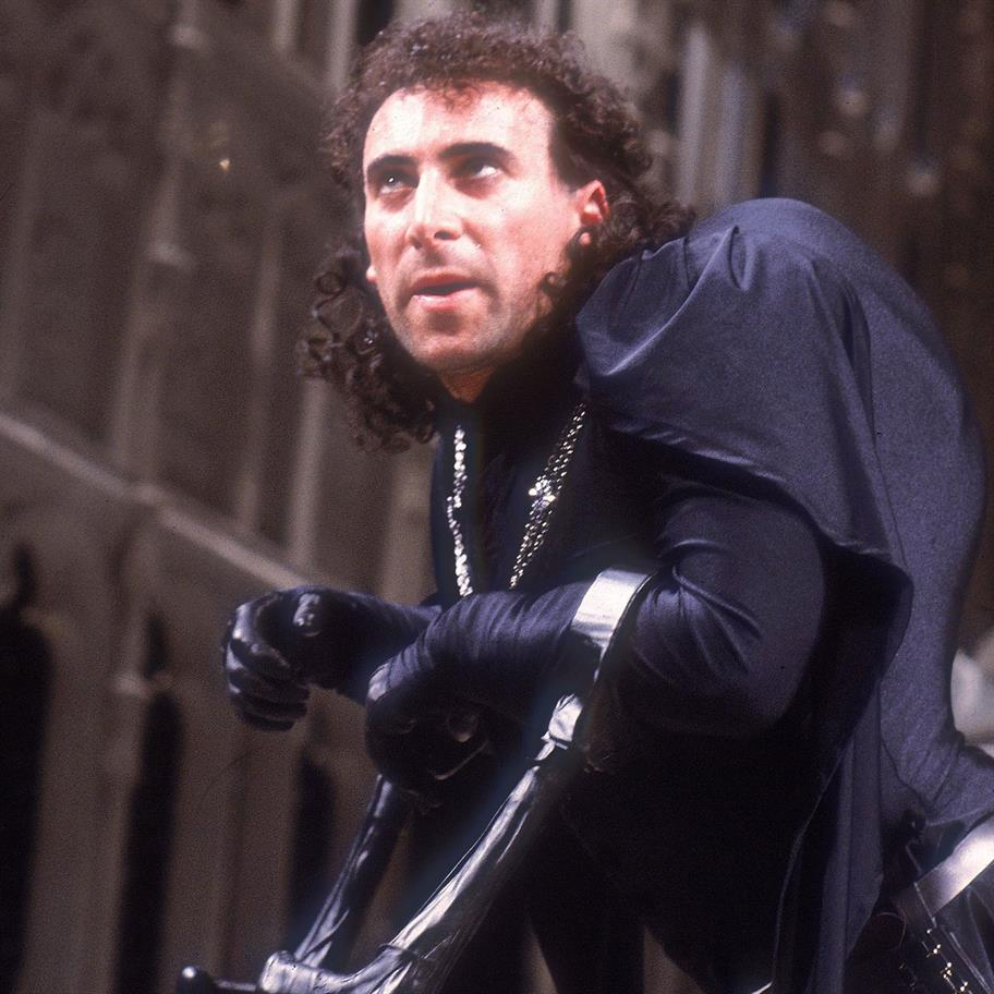 Antony Sher as Richard III, wearing a black cape, black gloves and leaning on black canes