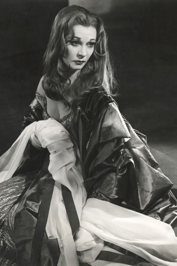 Production image of Vivien Leigh as Lavinia.