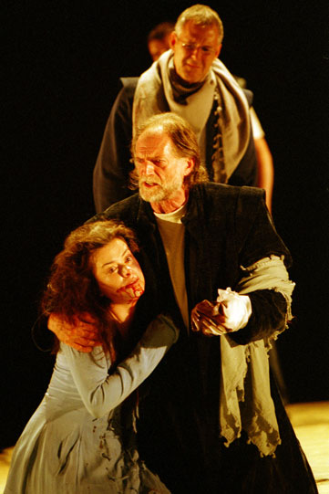 Lavinia (Eve Myles) held by Titus (David Bradley)