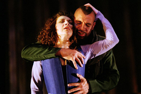 Production image of Tamora (Maureen Beattie) and Aron (Joe Dixon).