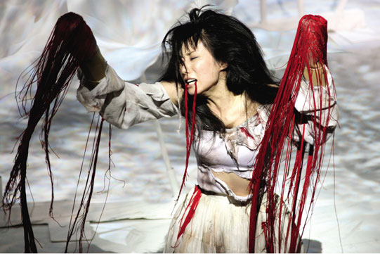 Production image of Lavinia in a Japanese production by Ninagawa Company. Blood is represented by material.