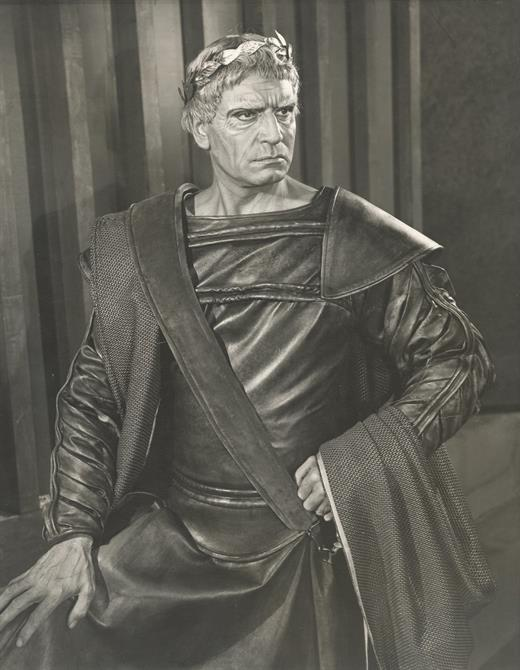 Laurence Olivier as Titus Andronicus with a crown and a menacing look