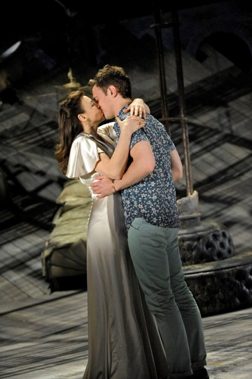 Kirsty Bushell as Olivia and Stephen Hagan as Sebastian in Twelfth Night, kissing