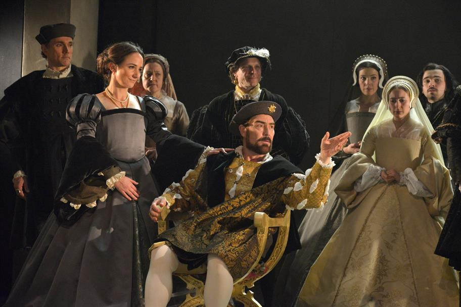 Wolf_Hall_production_photos_2013_FINAL_Keith_Pattison_c_RSC_WFH-2646