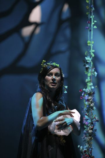 Production image of Pippa Nixon as Titania.