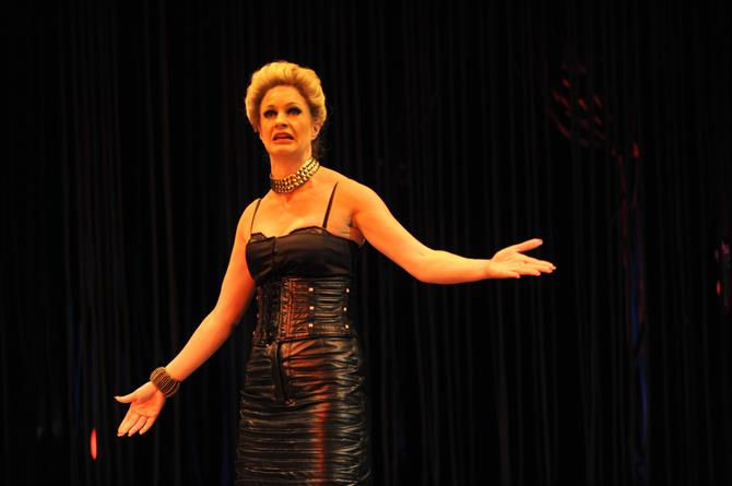 Performance image of Annette McLaughlin as Mistress Overdone.