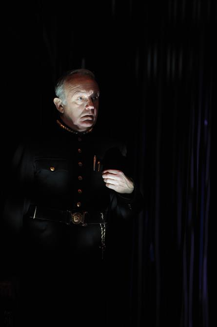 Production image of Geoffrey Beevers as Escalus.