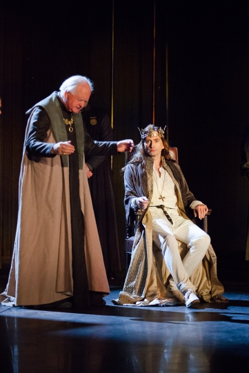 Oliver Ford Davies as Duke of York and David Tennant as Richard II in Richard II