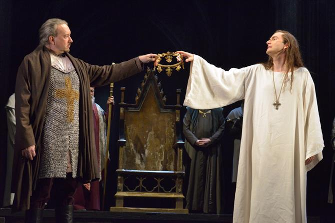Jasper Britton as Bolingbroke and David Tennant as Richard II in Richard II. Photo by Keith Pattison
