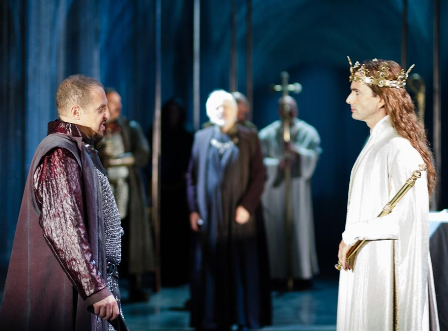 Bolingbroke (Nigel Lindsay) confronts Richard II (David Tennant) in Gregory Doran's 2013 production